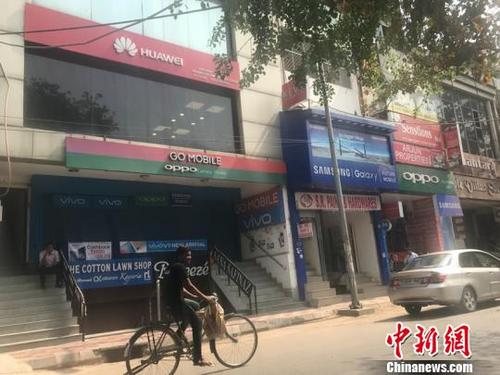 """印度人钟爱中国手机""""橙绿蓝红""""各领风骚(图)"""