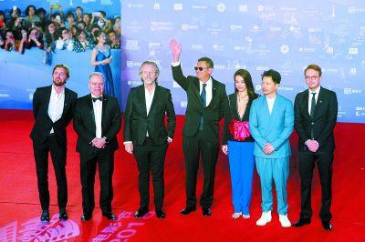 第八届北京国际电影节开幕 众多中外明星辉映红毯