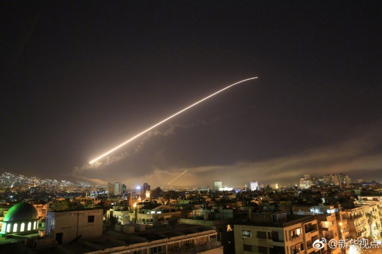 大马士革上空被火光映照