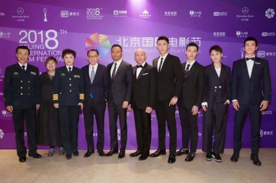 《红海行动》主创林超贤、张涵予、杜江、黄景瑜、尹�P、蒋璐霞等亮相红毯