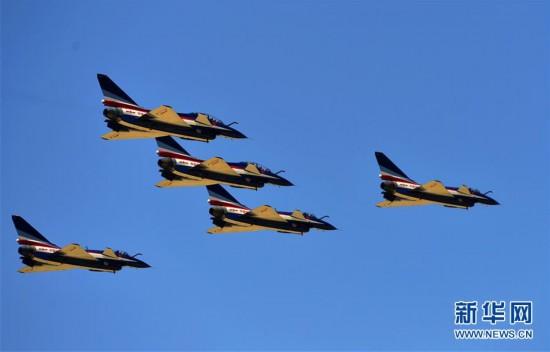 全民国家安全教育日空军向民众展现歼-10特技飞行目击记