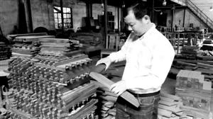 """潘峰:用""""工匠精神""""传承红木文化--红木频道--人民网"""