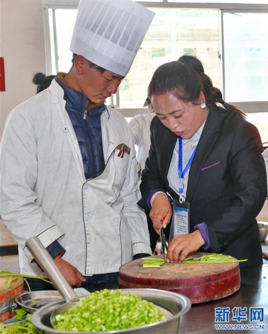 西藏日喀则启动万人视频技培训计划爆笑职业.图片