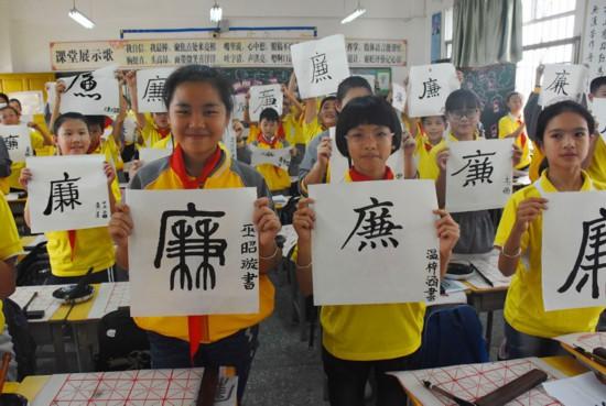 """河池:壮族三月三民俗活动""""巧遇""""廉政文化"""