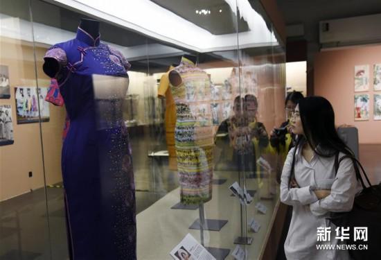百年长衫展揭示香港时尚流变