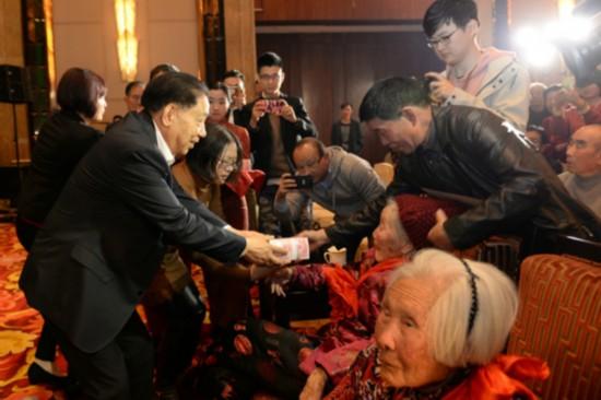 红豆集团给百岁老人发补贴 每人10万元