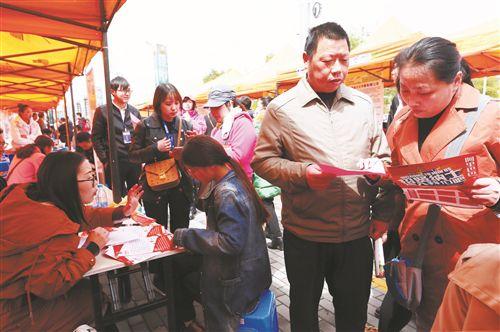 徐州鼓楼举行大型招聘会 4980个岗位虚席以待