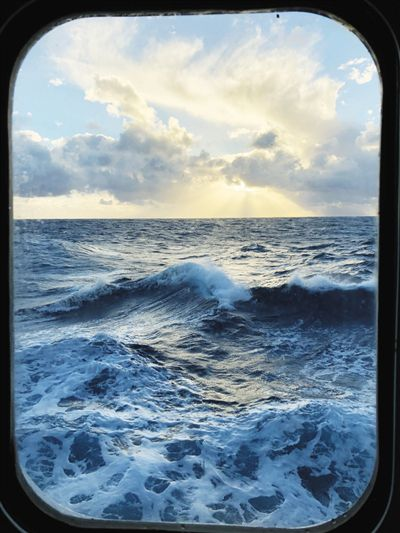 靠天吃饭 海上科考与恶劣天气过招