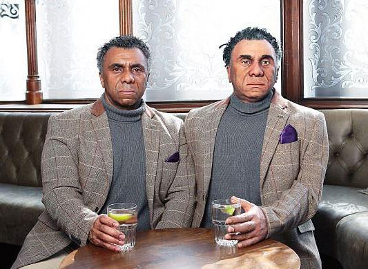"""真假难辨!""""类人机器人""""现身英国酒吧(图)"""