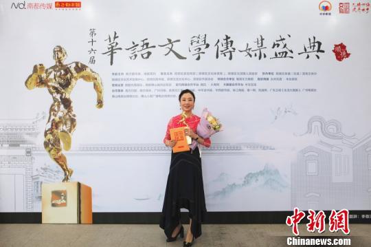 """叶兆言获华语文学传媒盛典""""年度杰出作家"""""""