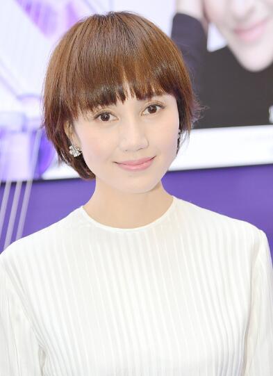 """41岁袁泉气质温婉 现场示范""""脸部瑜伽"""""""