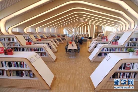 走进挪威最美小镇图书馆