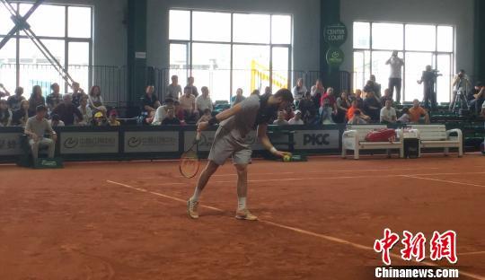 法国选手问鼎2018赣江新区国际男子网球挑战赛单打冠军