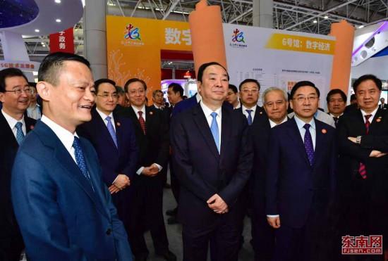 中宣部长黄坤明参观首届数字中国建设峰会展馆