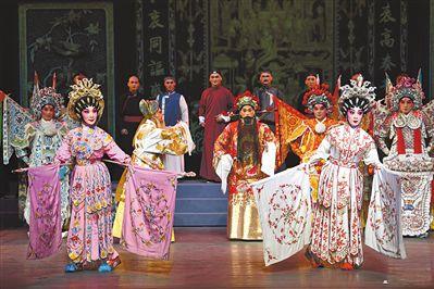 《八和會館》前晚首演 粵劇人演粵劇故事