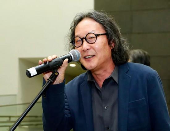 中央美术学院学术委员会主任徐冰致辞