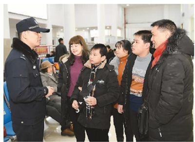 """中国亮出华侨权益保护""""成绩单"""":每年组派300多服务团组"""