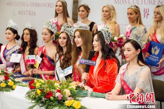 """颁奖仪式后,主办方宣布""""世界文旅小姐2018-19年度全球赛事""""正式启动。 潘旭 摄"""