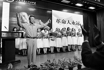 """歌唱家李光羲 中学校园讲""""奋斗"""""""