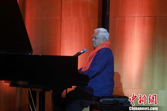 台湾民谣作者胡德夫为《朗读者》第二季创作主题曲《一幅画》。主办方供图