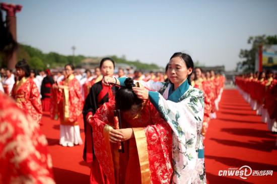 高清组图:西安汉城湖举办千名学子成人礼