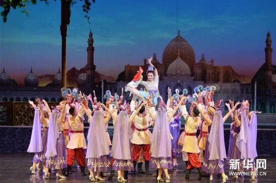 新版情景舞剧《丝路花雨》在敦煌全球首演