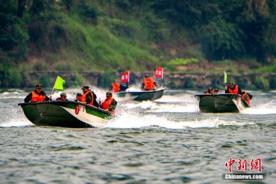 驻闽武警部队开展水上救援训练 提高应急救援能力
