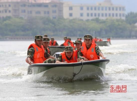 武警泉州支队开展冲锋舟操作集训