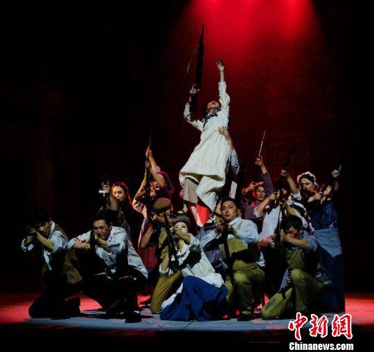 内蒙古上演话剧《信仰的力量》穿越200年展现马克思一生