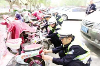沭阳实施电动车亮尾行动 提升群众出行安全