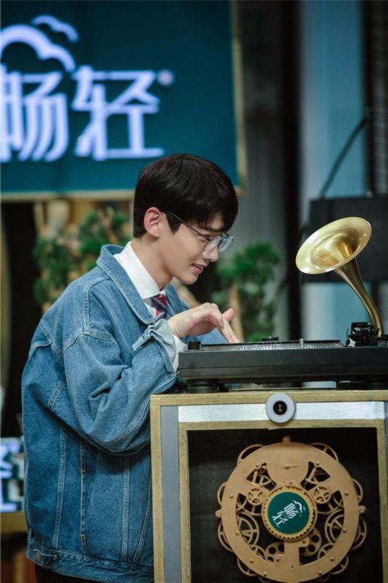 《我是大侦探》推理高能不断 脑洞少年白敬亭惊喜回归