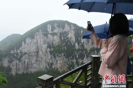 """《中国诗词大会》选手在""""中华诗城""""重庆奉节开启诗意之旅"""