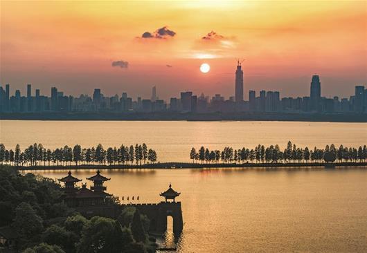 夕阳醉了夏天来了 武汉今起三天高温27℃-28℃