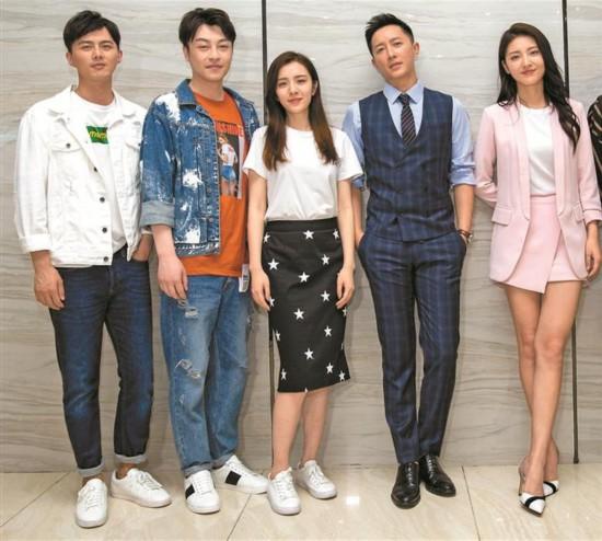 韩庚王晓晨来深拍新剧《爱我,你敢吗?》