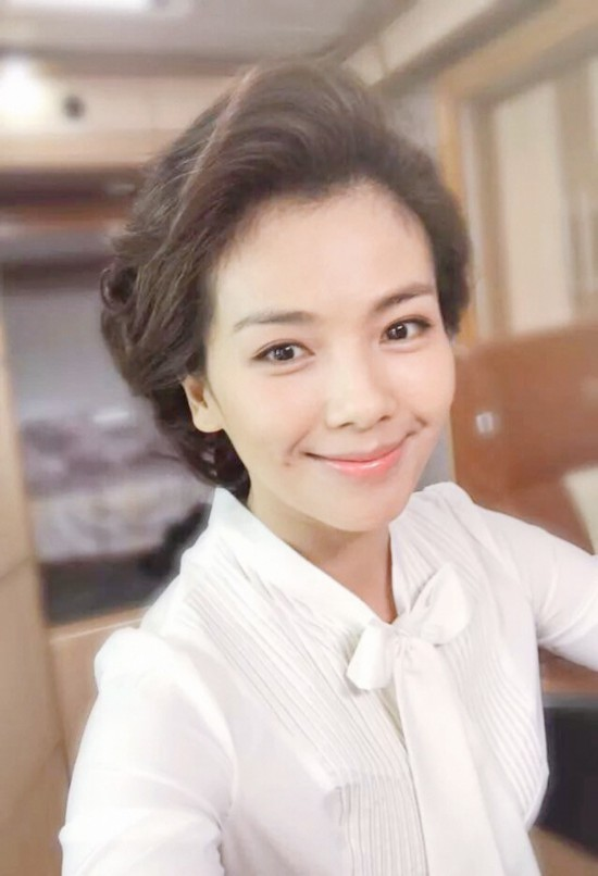 片场偶遇刘涛新剧造型 网友:太有年代感了