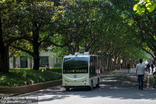 无人驾驶校园小巴在上海交大试运行