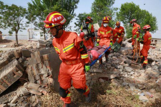 银川消防实战模拟10个科目的地震救援拉动演练
