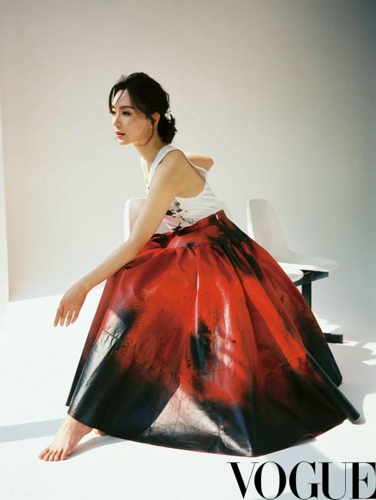 陈数杂志大片诠释自律美   诠释着中生代艺术美