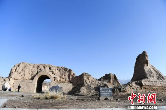 """甘肃山丹抢修加固""""露天长城博物馆""""汉明长城"""