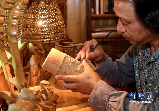 高清组图:工艺美术大师30年倾心竹刻艺术