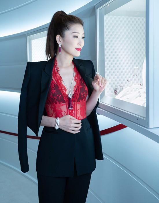 周麗淇現身珠寶活動 火紅造型性感耀眼