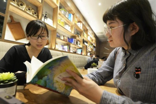 必胜客携手天津人民出版社推出阅读主题餐厅