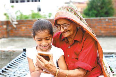 """手机渐成印度民众新""""电视"""""""