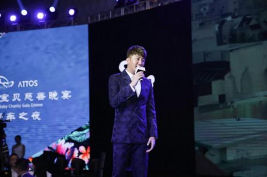 黄奕亮相天使宝贝慈善晚宴 为爱助力筹款1648万元