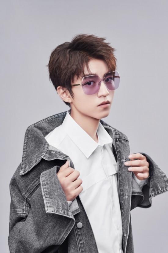 王俊凯最新型格大片曝光 上镜青年演绎眼神杀