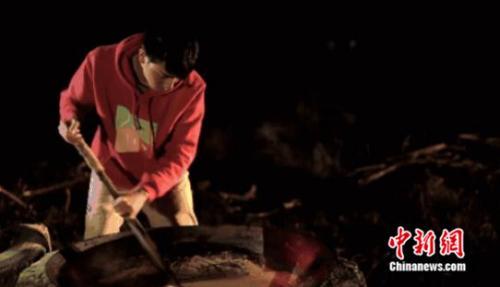 扎根贵州的90后小伙用古法红糖厂让留守儿童告别孤单