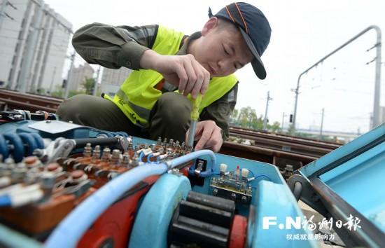 福州地铁信号技术工程师杨康:为了地铁每一次安全准时到达