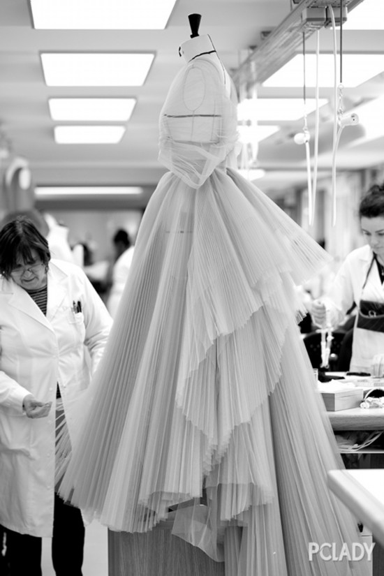 卢靖姗戛纳化身彩霞仙女 尽显Dior高定之美