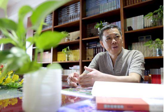 经济学教授万安培博士