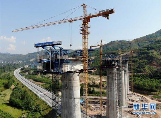 (经济)(1)蒙华铁路加紧施工